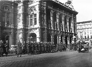 Austrian Civil War - February fights: Federal Army soldiers take position in front of the Vienna State Opera