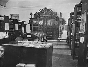 National Library of Indonesia - Image: COLLECTIE TROPENMUSEUM De bibliotheek in het museum van het Koninklijk Bataviaasch Genootschap van Kunsten en Wetenschappen Batavia T Mnr 60025184