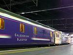 Caledonian Sleeper ĉe Euston.jpg