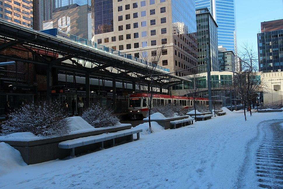 Calgary transit CTrain (11739586804)