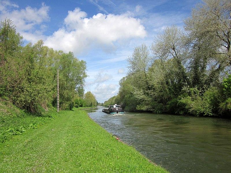 Canal de Saint-Quentin near Vendhuile