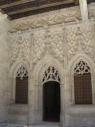 Frontispiece (architecture) - Frontispiece of the Saint George Chapel, at the Palau de la Generalitat de Catalunya, in Barcelona