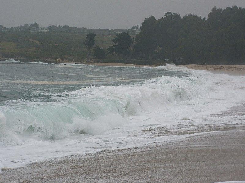 File:Carmel River State Beach (Breaking wave) 01.jpg