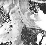 Casement Glacier, valley glacier with medial moraine, August 22, 1965 (GLACIERS 5284).jpg