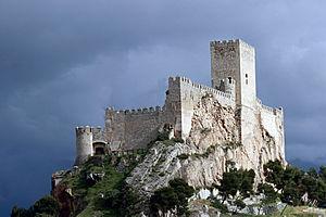 Castle of Almansa - Image: Castillo de Almansa sobre el cerro del Aguila