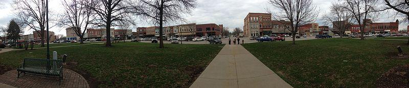 File:Centerville, Iowa - town square.jpg