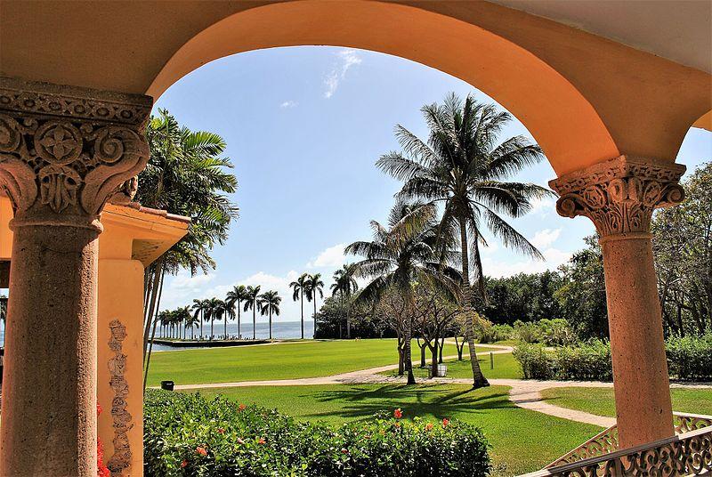 800px-Charles_Deering_Estate,_Miami,_FL_
