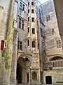 Chateau Tarascon - cour d'honneur.jpg