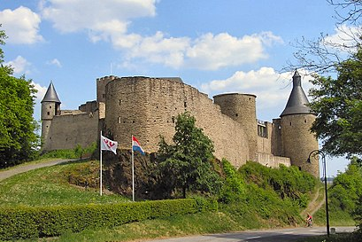 How to get to Château De Bourscheid with public transit - About the place