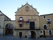 Papercraft building imprimible y armable del Ayuntamiento de Chinchilla en Albacete. Manualidades a Raudales.