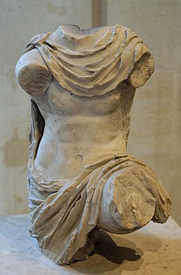 Chlamys-clad figure Louvre Ma305.jpg