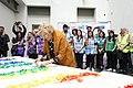 Cibeles lucirá una bandera arcoíris realizada de manera colaborativa para celebrar el WorldPride (01).jpg