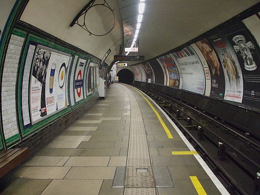 Clapham South stn northbound look south
