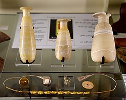 Contents of tomb 99. 1st century CE. From tomb 99 at Tarkhan (Kafr Ammar), Egypt. The Petrie Museum of Egyptian Archaeology, London.jpg