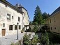 Cour d'entrée du prieuré du Bouget-du-Lac (été 2018).JPG
