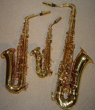 Soprano saxophone - Image: Curved Soprano Alto Tenor Saxophone Comparison