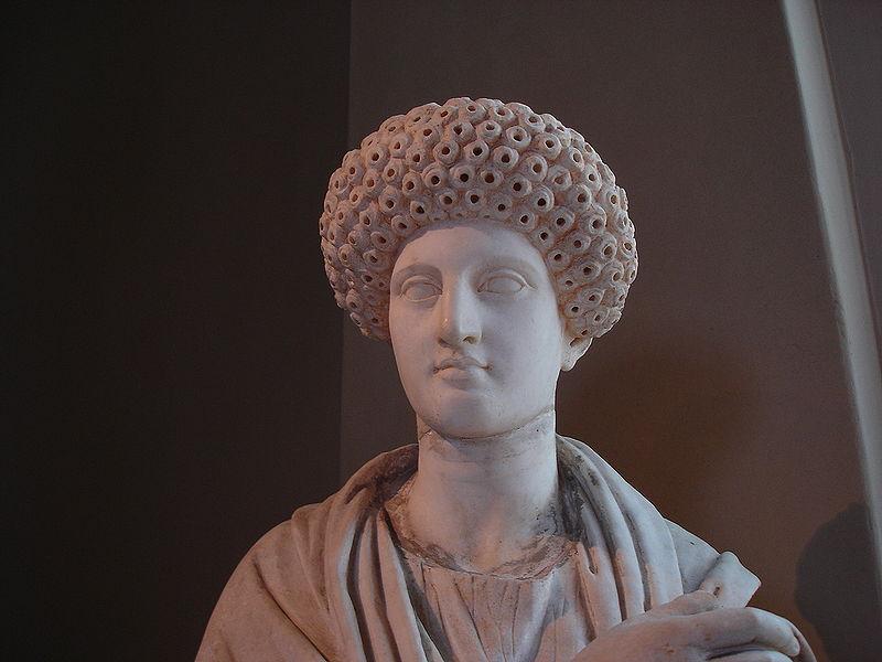 File:DSC04500b Istanbul - Museo archeol. - Donna - ca. 69-96 d.C. - da Aptera, Creta - Foto G. Dall'Orto 28-5-2006.jpg