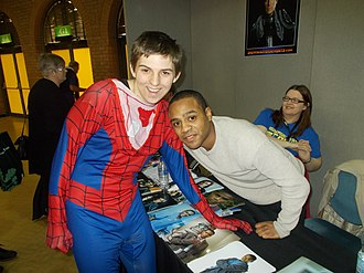 Daniel Anthony (actor) - Daniel Anthony, Right, with a young fan at a convention in Bournemouth in 2016.