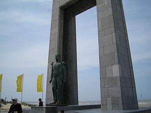 De Panne - Image: De Panne Statue Leopold I detail