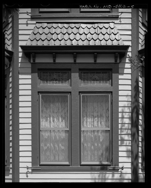 File detail of bay window on south facade harper house for Queen anne windows