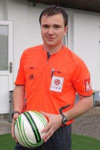 200px-Dieter_Muckenhammer_-_Fu%C3%9Fballschiedsrichter.jpg
