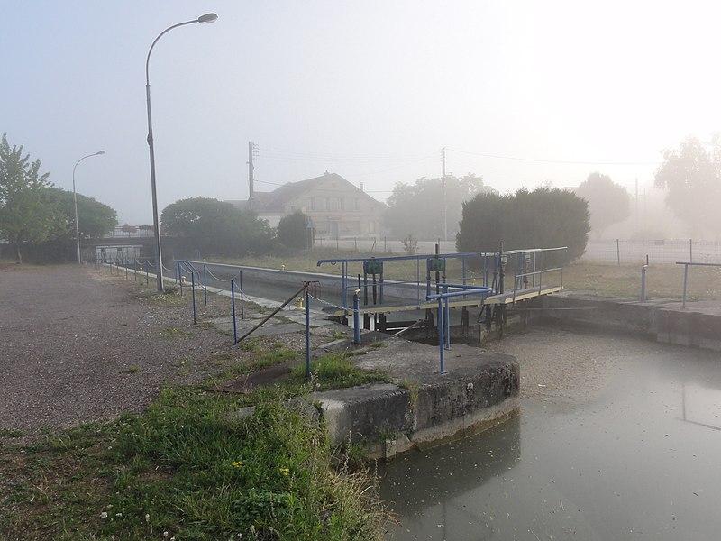 Dieue-sur-Meuse (Meuse) Canal de l'Est, branche Nord, écluse Dieue-amont