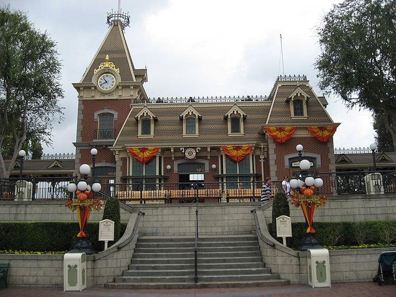 [Image: 800px-Disneyland-MainStreetstation.jpg]