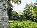 Dunaújváros, Kistemető, háttérben a Tesco.jpg