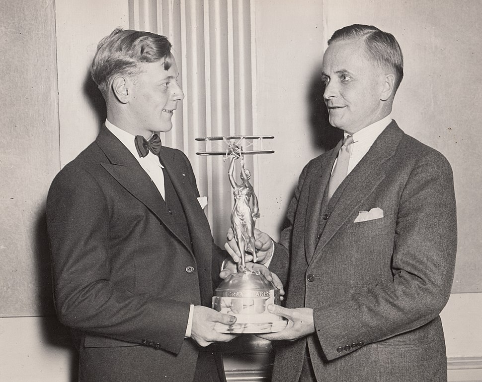 Eddie August Schneider on September 27, 1930 accepting the Great Lakes Trophy in Detroit, Michigan (600 dpi, 100 quality, cropped)