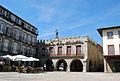 Edifícios na Praça da Oliveira em Guimarães.jpg