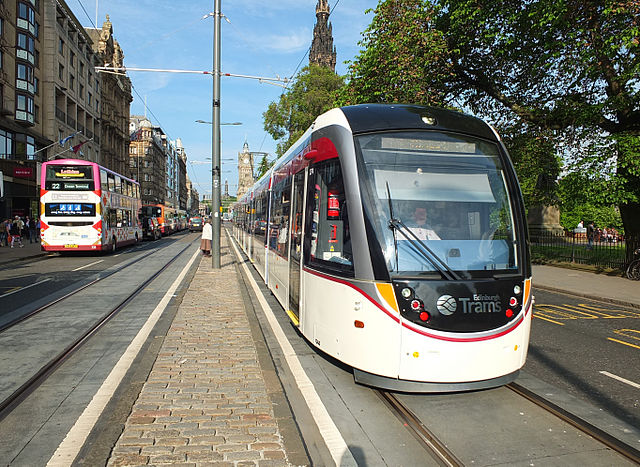640px-Edinburgh_tram_03_first_day_of_operation.JPG