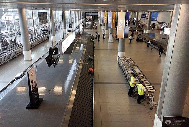 File el dorado airport bogota 25763751451 jpg for Puerta 6 aeropuerto el dorado