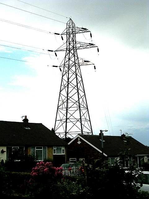 Electricity Pylon - Chatsworth Crescent - geograph.org.uk - 488767
