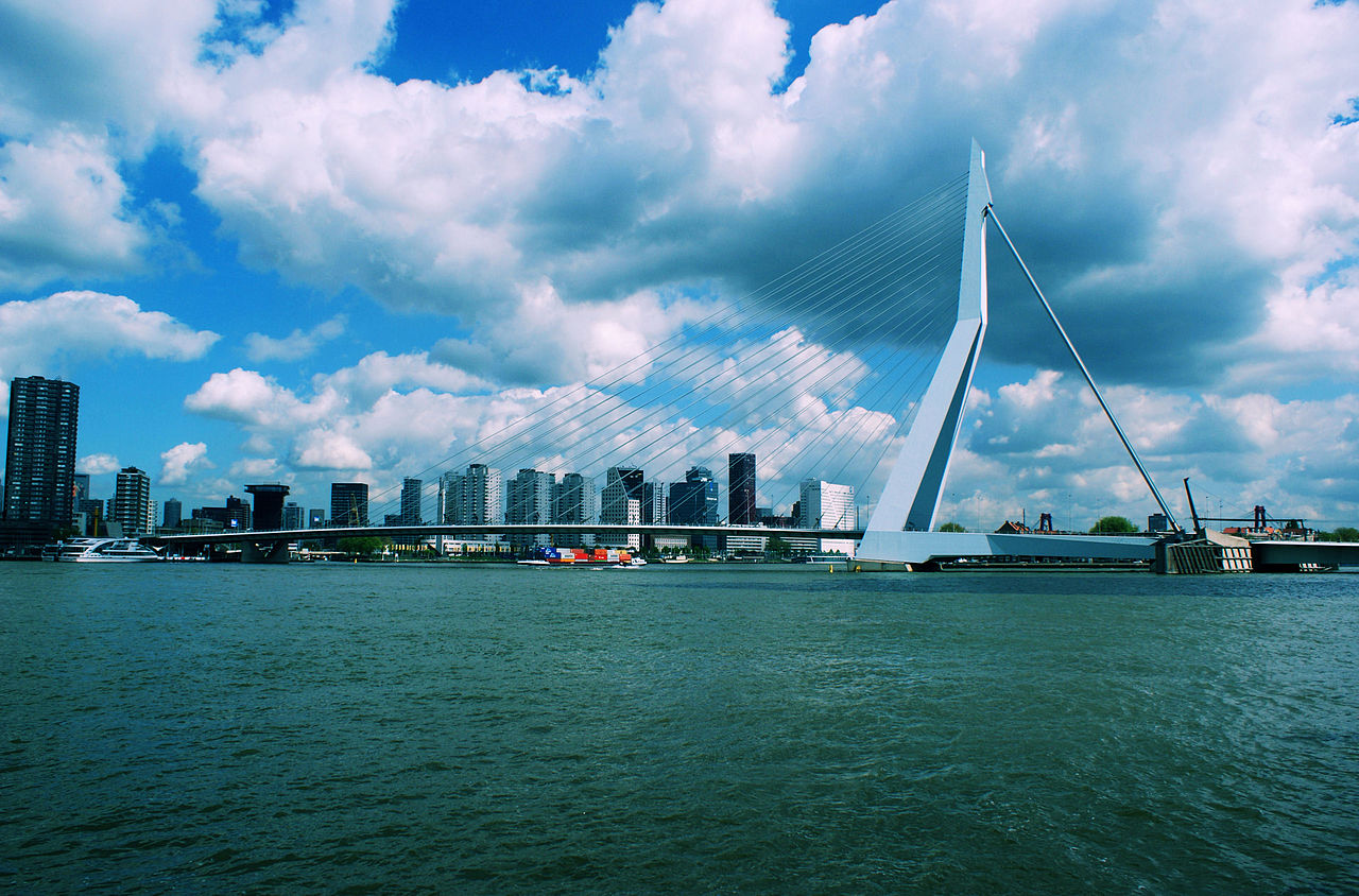 https://upload.wikimedia.org/wikipedia/commons/thumb/4/45/Erasmusbrug_Rotterdam_2015.jpg/1280px-Erasmusbrug_Rotterdam_2015.jpg