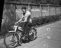 Férfi, Komar motorkerékpár, 1966 - Fortepan 59474.jpg