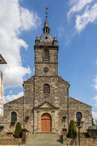 Français:  Façade de l'église Saint-Pierre d'Irodouër (France).