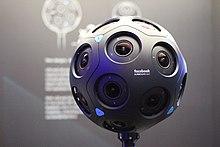페이스북이 개발자를 대상으로 선보인 360도 카메라 서라운드 360 x24. 둥근 공 모양의 사방으로 카메라 렌즈가 장착되어 있다.