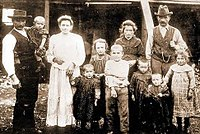 FamigliaCastagnaColoniCapitanPastene1910.jpg