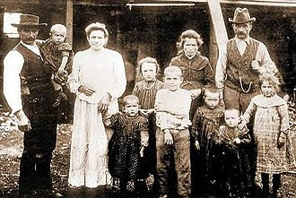 Occupation of Araucanía - Photo of an Italian immigrant family in Capitán Pastene, Araucanía.