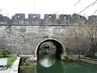 Fengshan Water Gate in Hangzhou 10 2014-03.JPG