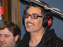 Fiorello a Viva Radio2 (sullo sfondo Riccardo Cassini, uno degli autori del programma radiofonico) nel 2006