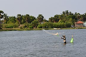 Fishing in pottuvil, Sri lanka.jpg