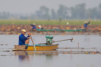 Central Thailand - Image: Fishing on Bueng Boraphet
