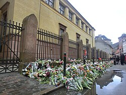 Flowers in front Copenhagen Great Synagogue in Krystalgade after shootings.JPG