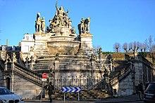Fontaine monumentale avec des statues