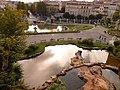 Fontaines d'inspiration rocaille avec le boulevard Longchamp au fond.jpg