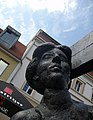 Frau am Fischerbrunnen, Greifswald.jpg