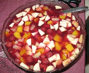 English: a fruit salad Deutsch: ein Obstsalat