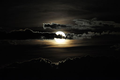 Full moon with clouds (19791001528)