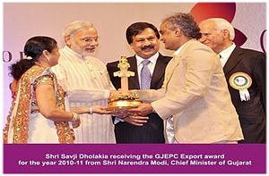 Savji Dholakia - Receiving The GJEPC's Annual Export Award for the year 2010-11 from Shri Narendra Modi, Prime Minister of India (Ex. CM - Gujarat)